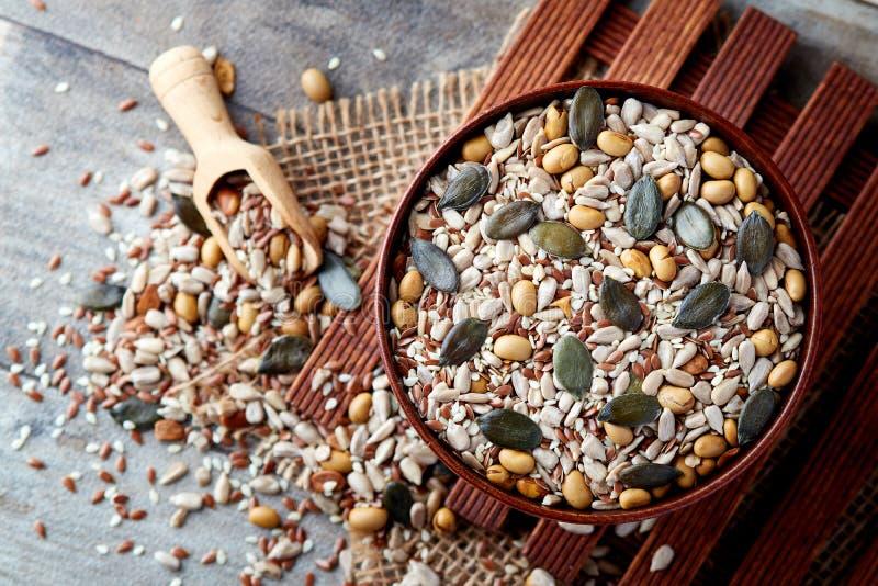 Mélange de diverses graines saines image stock