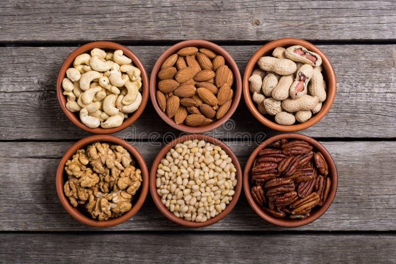 Mélange des écrous : Pistaches, amandes, noix, pignon, hazelnu photos stock