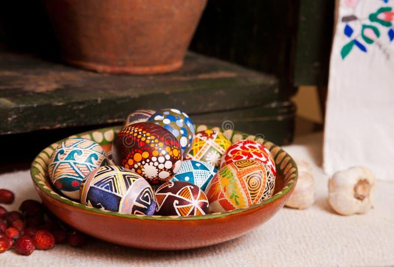 Mélange des oeufs avec les conceptions traditionnelles photos stock