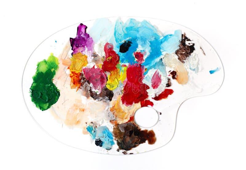 Mélange des peintures acryliques sur la palette claire photo stock