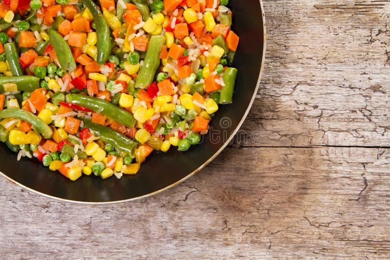 Mélange végétal dans la casserole photo libre de droits
