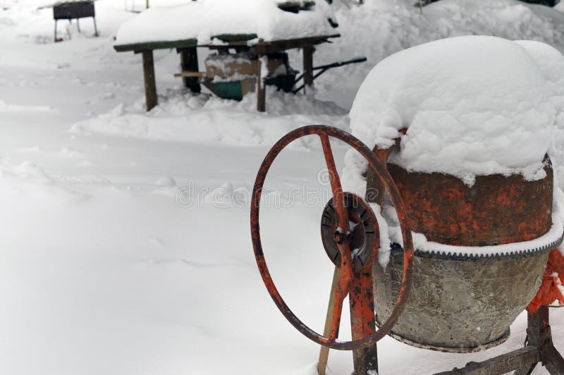Mélangeur concret sous la neige image libre de droits