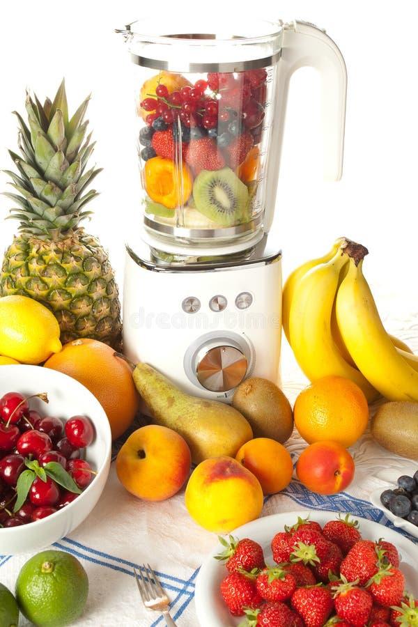 Mélangeur et fruit images libres de droits