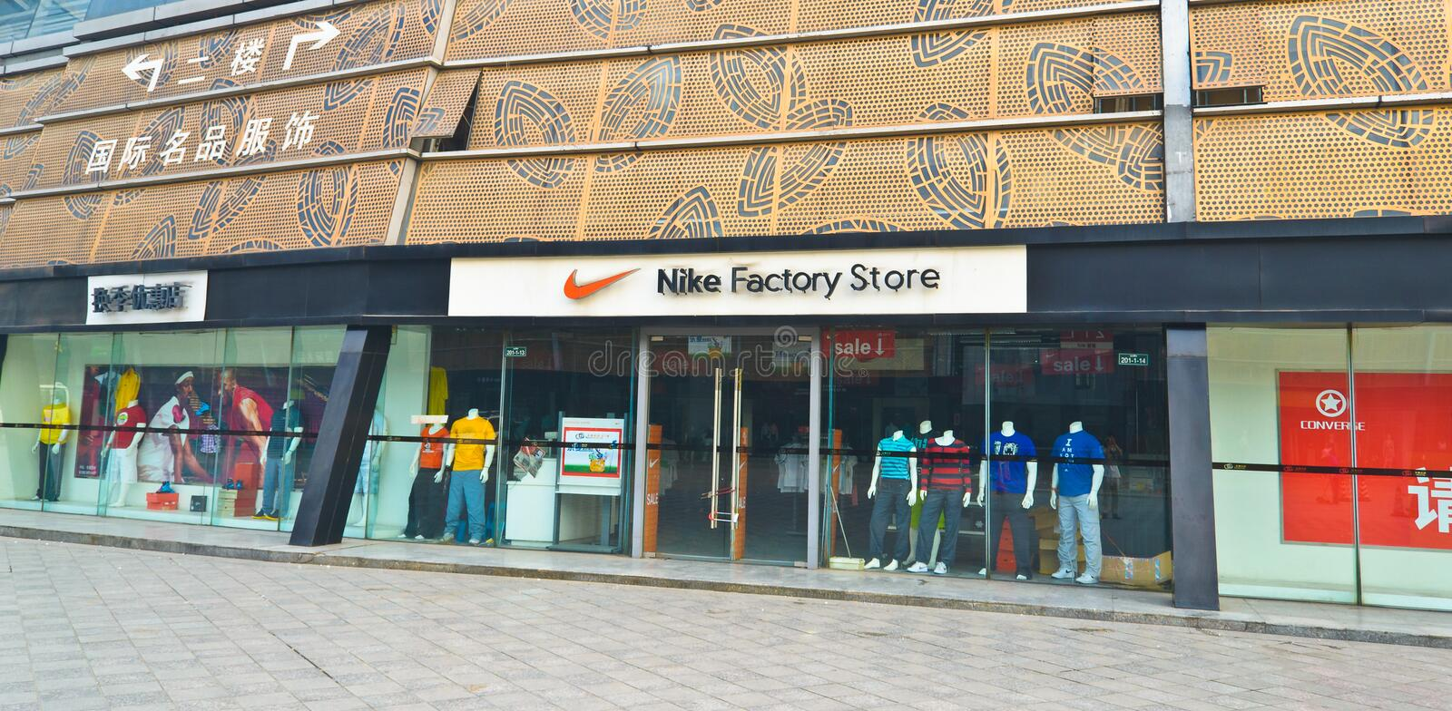 magasin usine nike factory store nike factory store metz. Black Bedroom Furniture Sets. Home Design Ideas