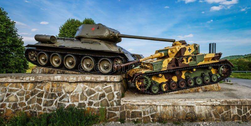Mémorial de réservoir aux soldats soviétiques image stock