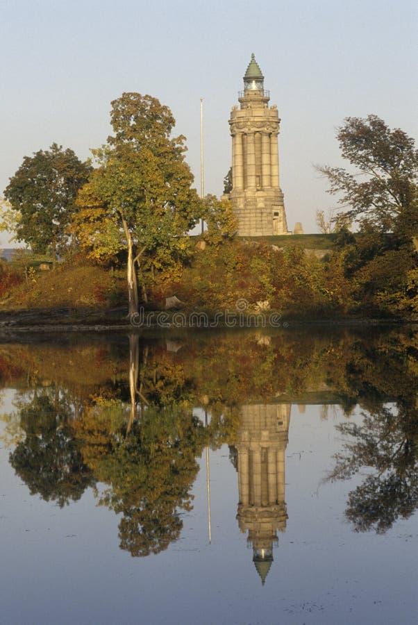 Mémorial et phare de Champlain au point de couronne, New York sur le lac Champlain photographie stock