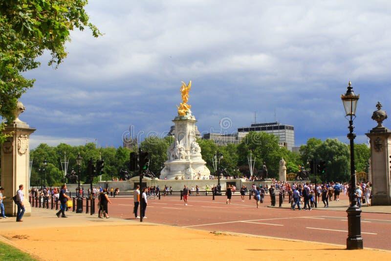 Download Mémorial Londres De Victoria Image stock éditorial - Image du commémoratif, people: 76078339