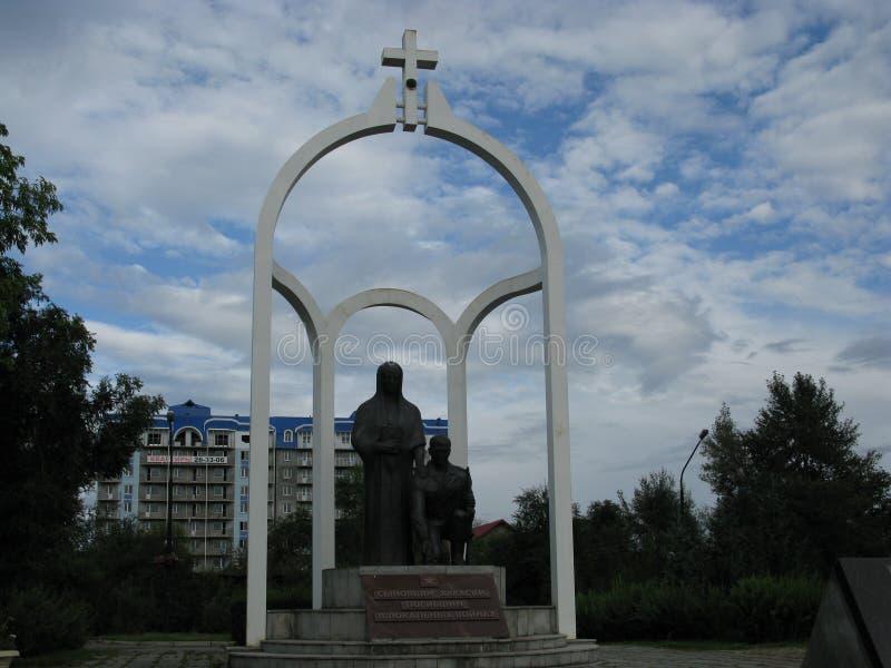 Mémorial sur la place centrale de station de la capitale de Khakassia Abakan photos stock