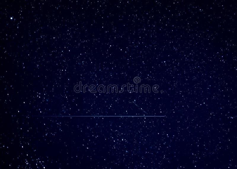 Météore d'étoile filante en ciel nocturne image libre de droits