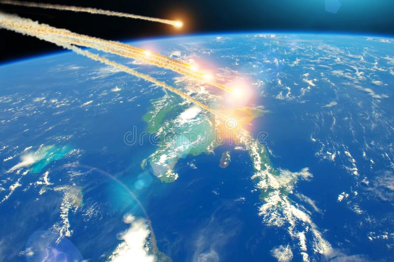 Météorite tombant de l'espace au-dessus de l'île Cuba, explosion dans l'atmosphère Éléments de cette image meublés par la NASA photographie stock