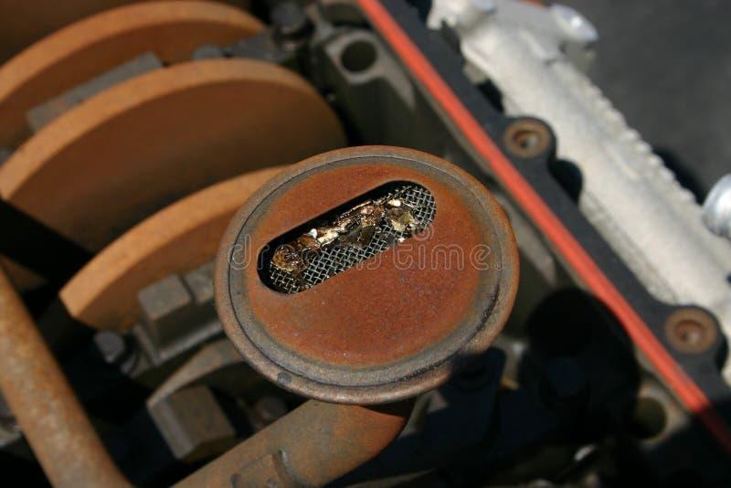 Métal dans l'écran de pétrole photo stock