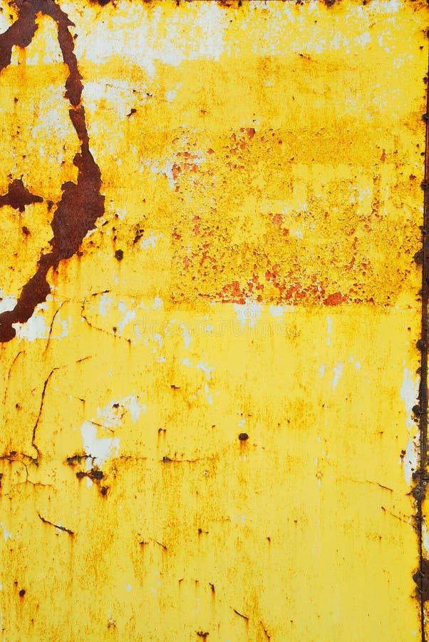 Métal peint par jaune avec la texture de rouille images stock
