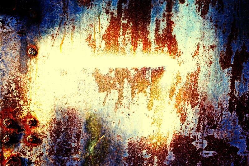 Métal rouillé avec la vieille peinture criquée photo stock