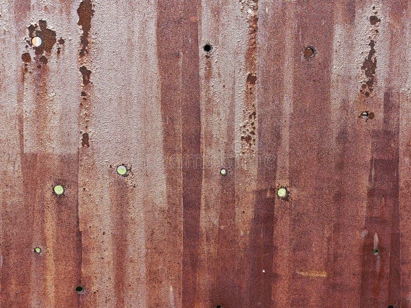 Métal rouillé de tôle d'acier avec les trous ronds images libres de droits
