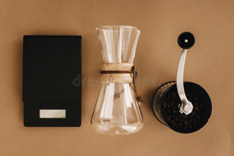 Méthode alternative de brassage de café, configuration plate Accessoires et articles élégants pour le café alternatif sur le papi photo libre de droits