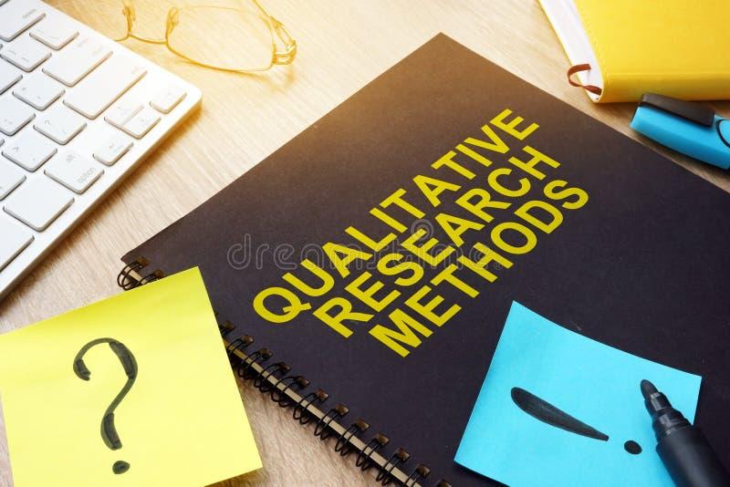 Méthodes de recherche qualitatives sur un bureau images libres de droits