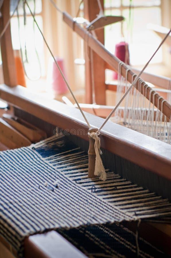 Métier à tisser de tissage de laine de vintage photo stock