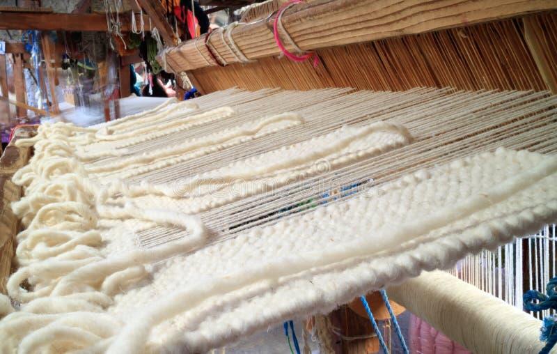 Métier à tisser de tissage de laine de vintage photographie stock