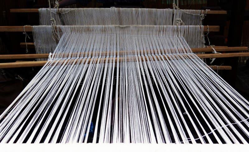 Métier à tisser pour la laine photos stock