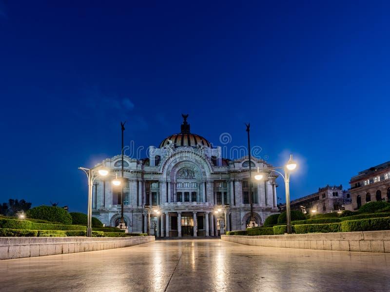 MÉXICO - 19 DE OCTUBRE DE 2017: Ciudad de México y palacio de artes modernos Es centro cultural prominente en Ciudad de México fotos de archivo libres de regalías