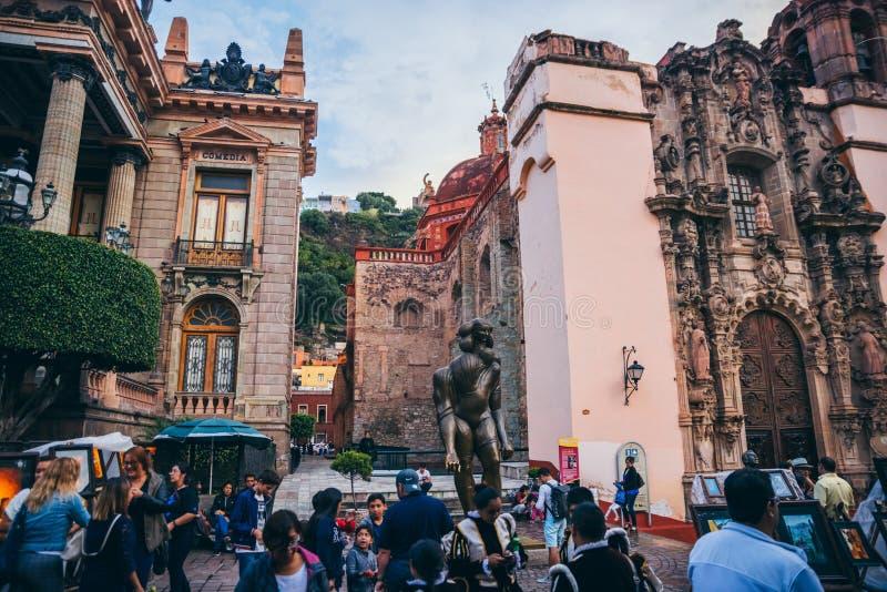 MÉXICO - 23 DE SETEMBRO: Povos recolhidos na frente do Th de Juarez imagens de stock