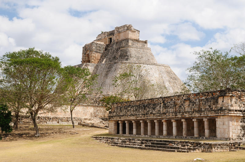 Download Ruínas Do Maya De Uxmal Em Ucatan, Exico Foto de Stock - Imagem de antigo, aztec: 29829682