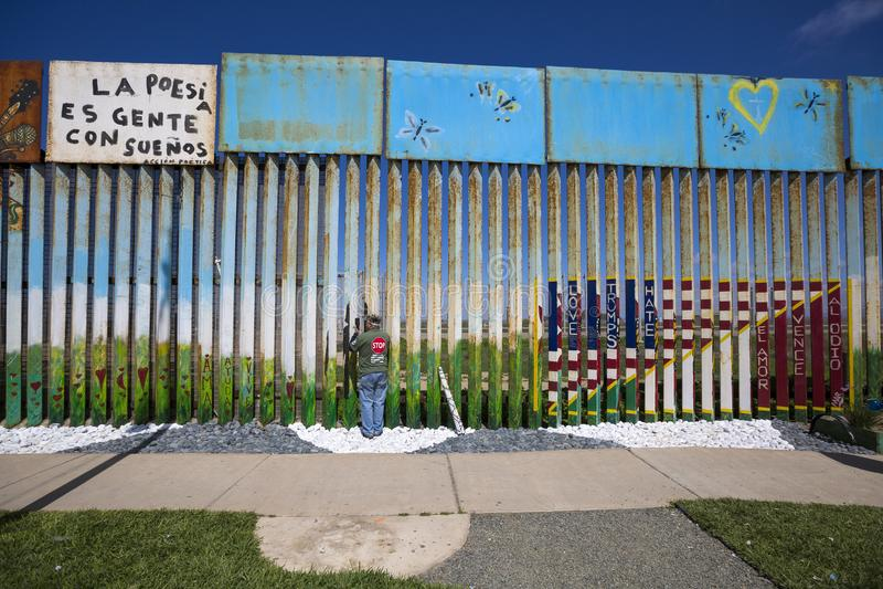 México - Tijuana - a parede da vergonha imagem de stock royalty free