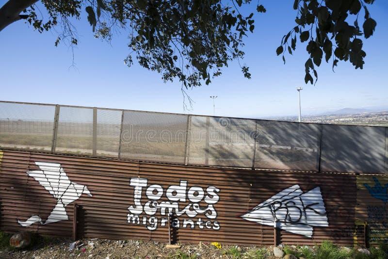 México - Tijuana - a parede da vergonha foto de stock