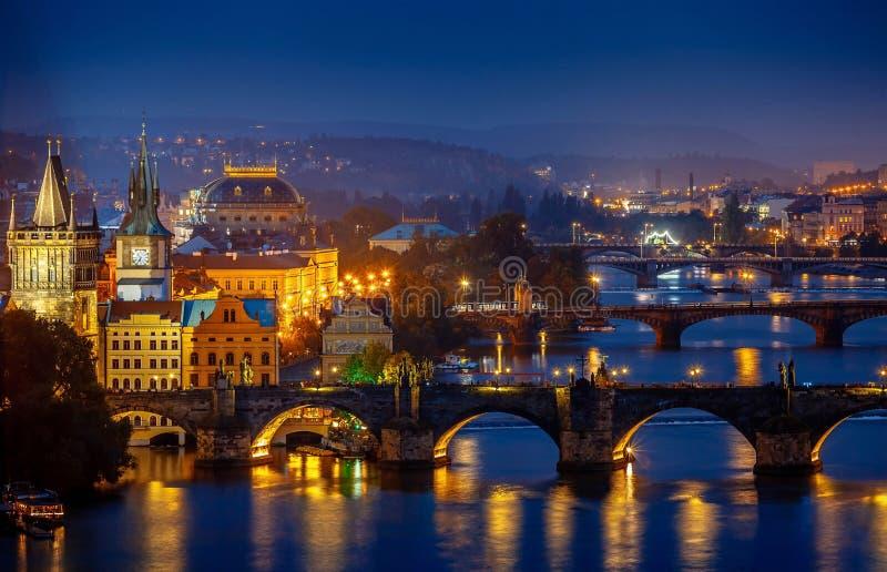 Même au-dessus de la rivière Vltava près du pont de Charles à Prague image libre de droits