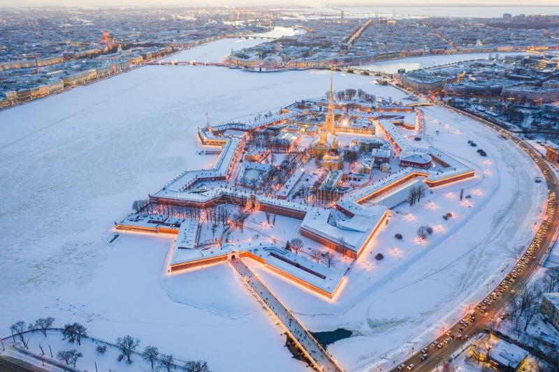 Même la vue aérienne d'hiver, le Peter et le Paul Fortress, rivière de Neva, St Petersbourg, Russie photo libre de droits