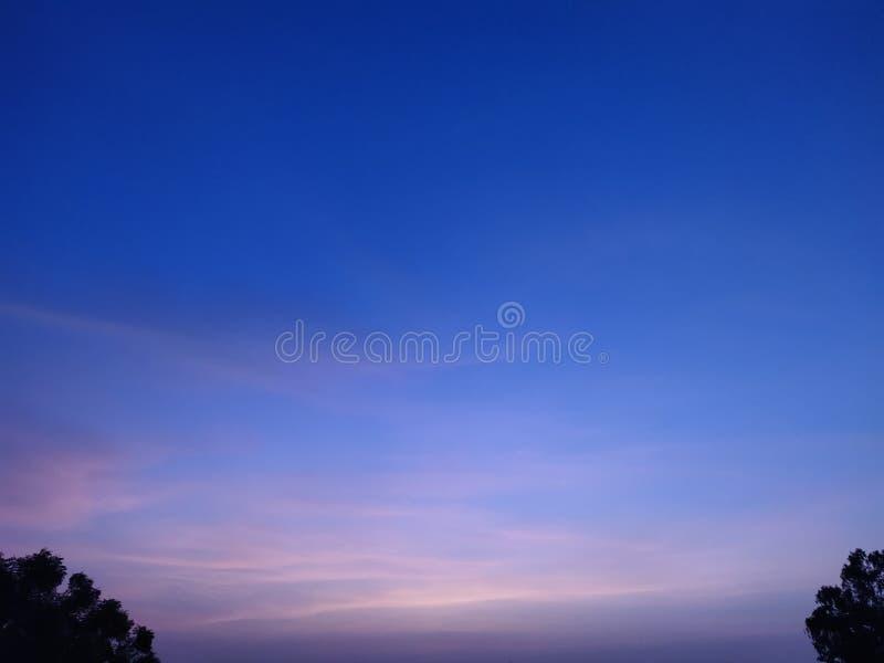 Même le ciel et stupéfier le ciel coloré image stock