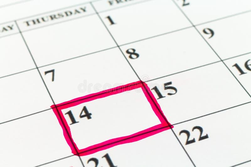 Mês da semana do dia do planejador da data de calendário com marcador vermelho foto de stock