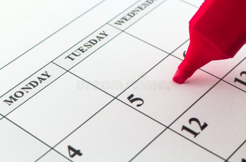 Mês da semana do dia do planejador da data de calendário com marcador vermelho fotografia de stock