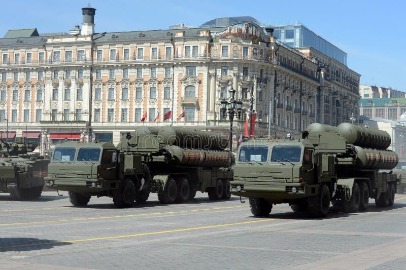 Míssil antiaéreo de médio alcance Triumph complexo s-400 do sistema de mísseis antiaéreo do russo grande e fotografia de stock royalty free