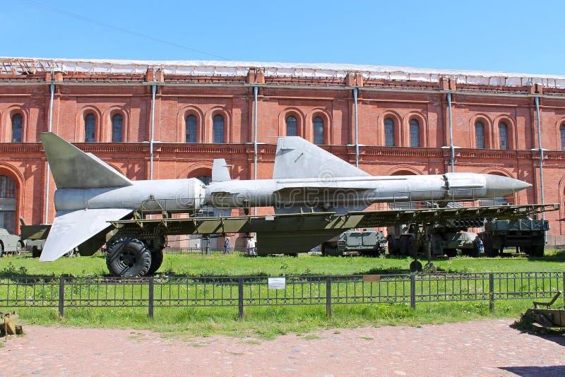 Míssil antiaéreo V-400, complexo antiaéreo 'Dahl 'do míssil Museu da artilharia, projetando tropas St Petersburg imagem de stock