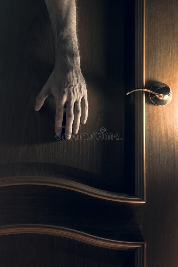 místico La mano alcanza para la puerta imagen de archivo libre de regalías