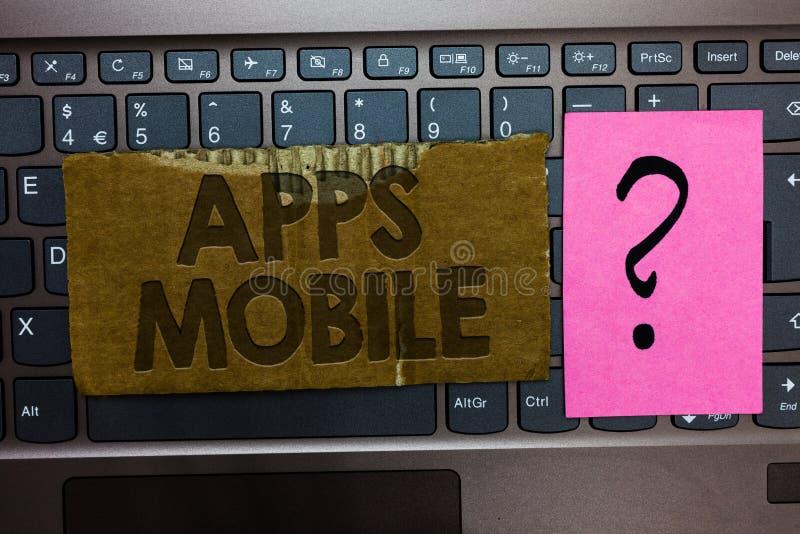 Móbil de Apps do texto da escrita da palavra O conceito do negócio para o programa informático projetou correr no teclado à mão d fotografia de stock royalty free