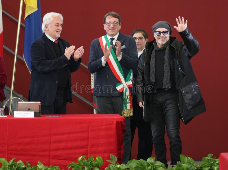 MÓDENA, ITALIA - 17 de enero de 2018 - ciudadanía honoraria que confiere de Módena al músico Vasco Rossi imagen de archivo