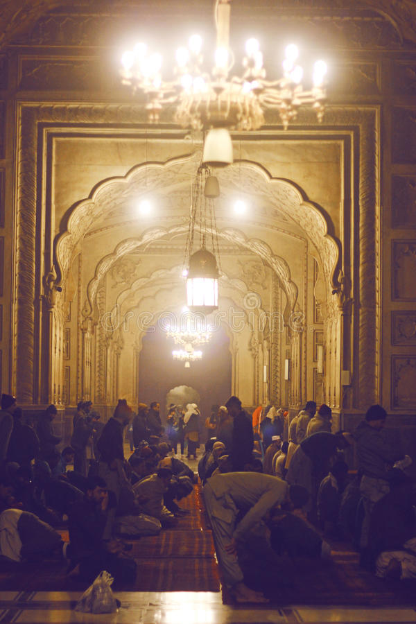 módl się muslims Badshahi meczet, Lahore, Pakistan fotografia royalty free