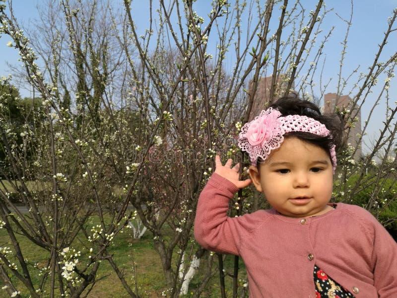 Mój córka w parku zdjęcia stock