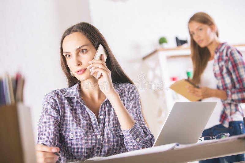 mów telefonu kobiety obrazy royalty free