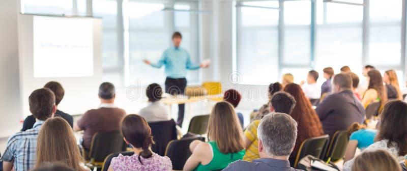 Mówca przy Biznesową konwencją i prezentacją obraz royalty free