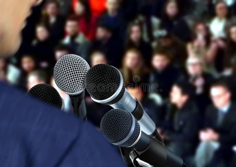 Mówca przy konwersatorium Daje mowie fotografia royalty free
