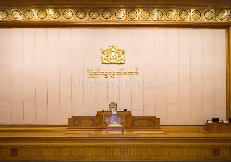 Mówcy siedzenie przy parlamentem Myanmar zdjęcie stock