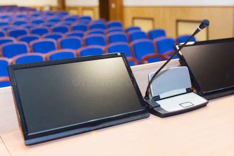 Mównica w sala konferencyjnej zdjęcia stock