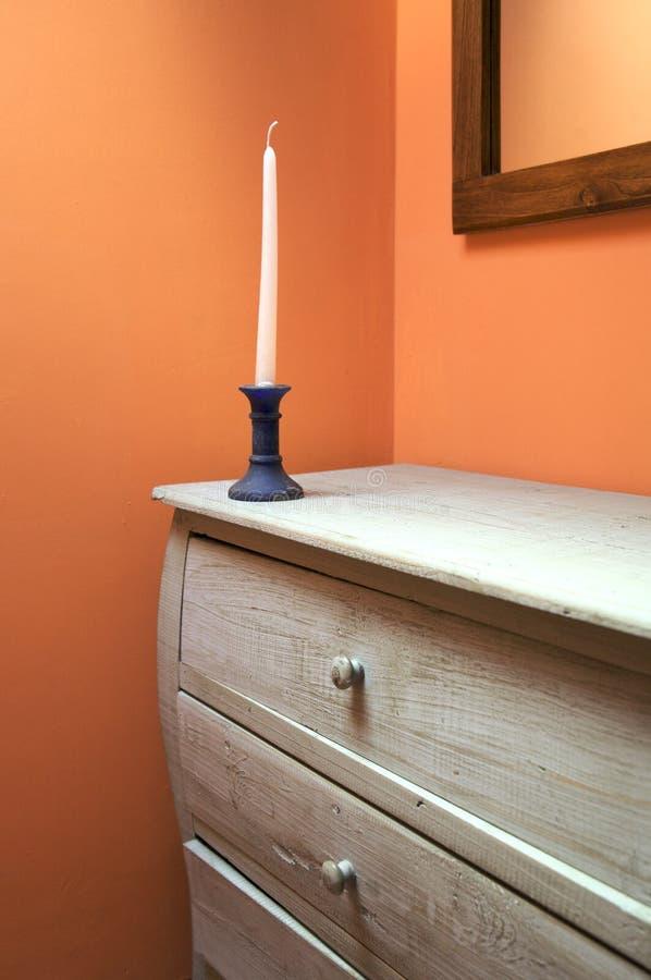 Möbel mit Kerze lizenzfreie stockfotos