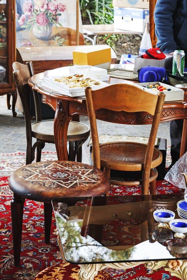 Möblemang och annat stoppar pålagd försäljning i Montreux royaltyfri fotografi
