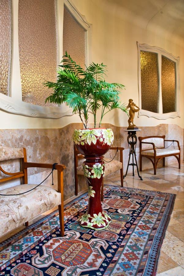Möblerat hall i casaen Mila, Barcelona, Spanien royaltyfri fotografi