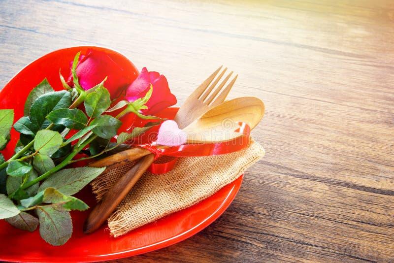Mögen romantische Liebesnahrung des Valentinsgrußabendessens und Konzept kochen - das romantische verzierte Gedeck lizenzfreie stockfotos