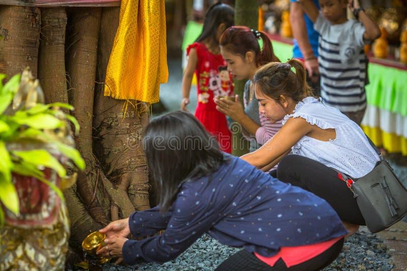 Mönch während der Feier von Tag Makha Bucha lizenzfreie stockbilder